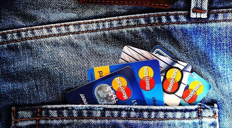 Ile kosztuje korzystanie z karty kredytowej za granicą